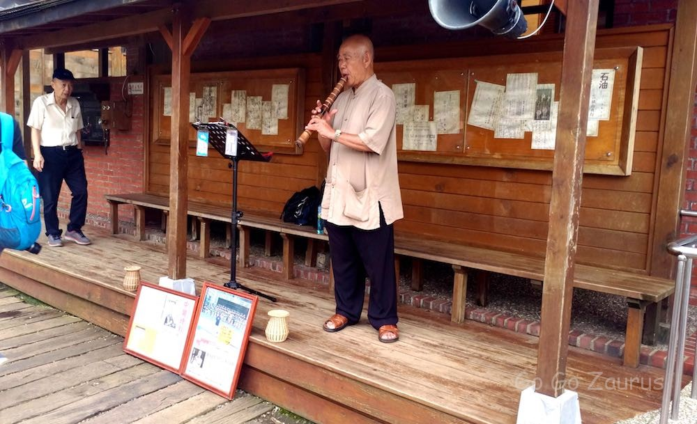 尺八を吹くおじいちゃん。「古城」とか懐かしい日本の曲を演奏してた