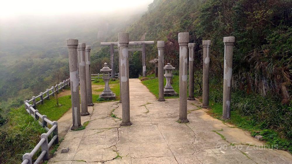 神社跡、元の形が想像できない