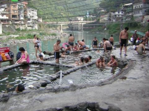 烏来川辺の温泉