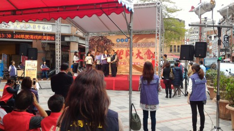 永楽市場横広場で表彰式