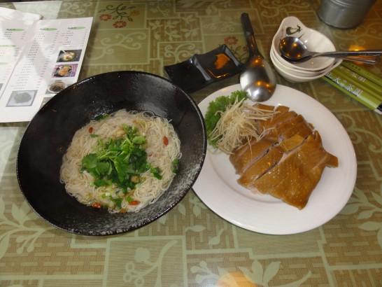 正大休閒茶園の茶油麺線と地鶏
