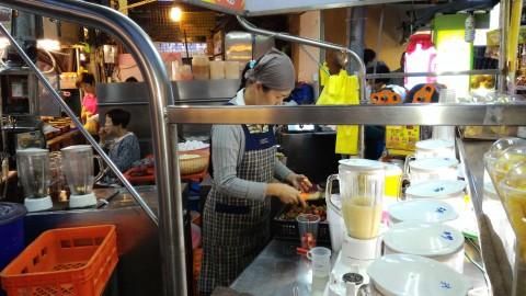 瑞豊夜市 鳳梨酥汁を注文
