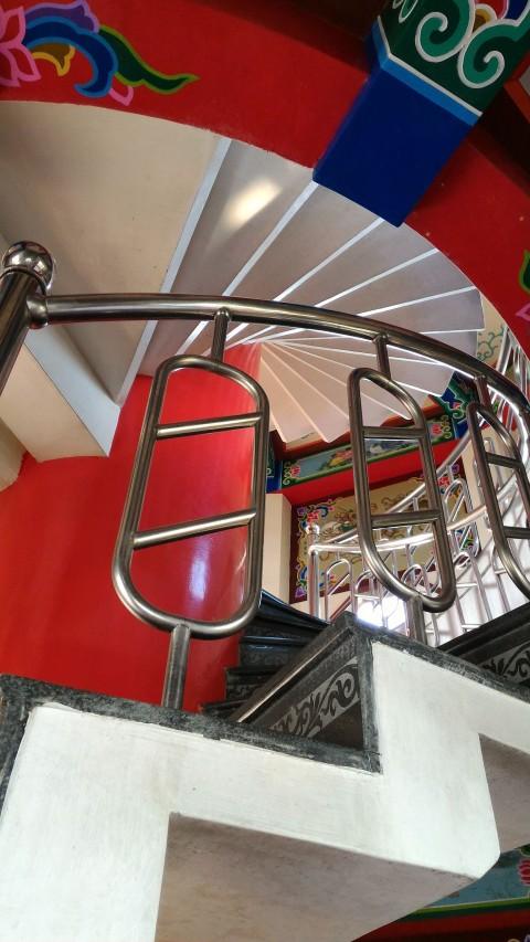 龍虎塔内部の螺旋階段