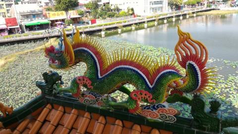 龍虎塔屋根の龍