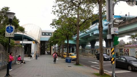 MRT動物園駅 手前が動物園向こうがロープウエイ
