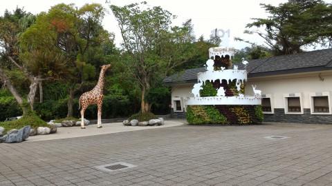 動物園玄関左