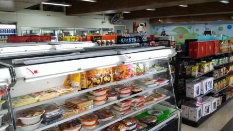 猫空駅内のHi-Lifeは食べ物中心