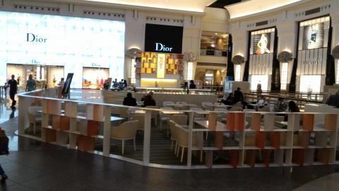 台北101 4階カフェ ここのDiorはデカい