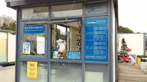 淡水駅前のレンタサイクル店事務所