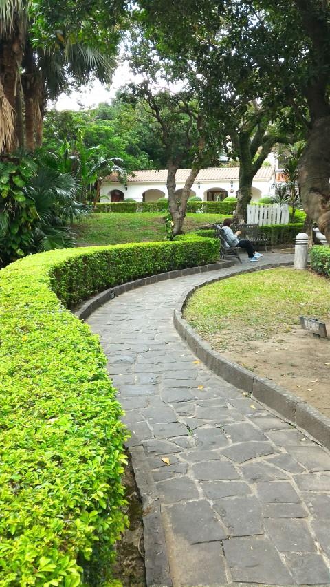 小白宮庭裏庭へ続く通路