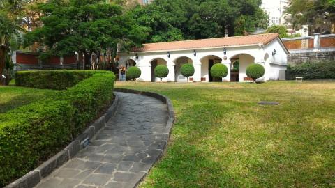 小白宮裏庭への道