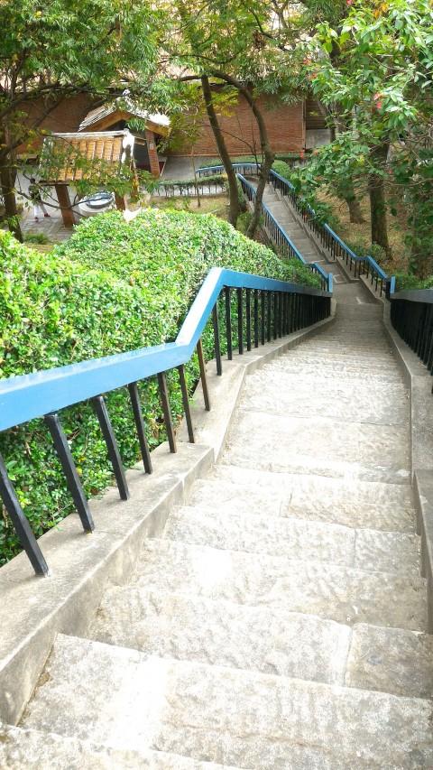 紅毛城丘と下を結ぶ急階段