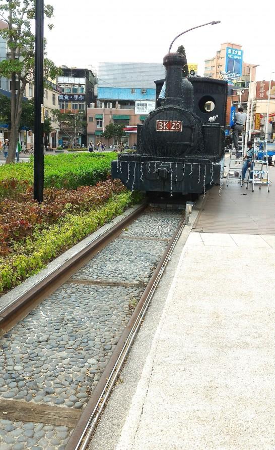 淡水駅前に機関車