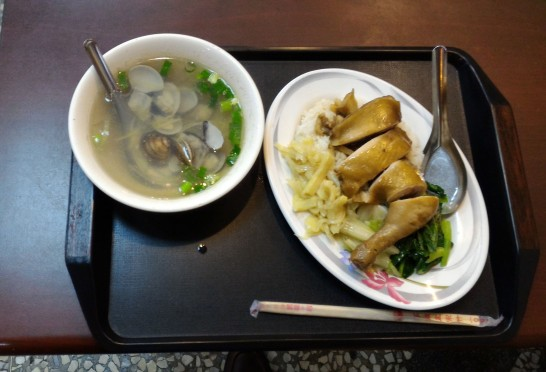 嘉義火鶏肉飯 鶏腿飯と貝スープ