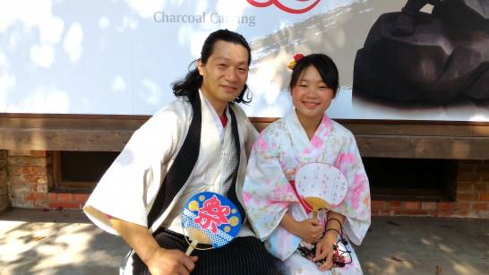 和服姿の台湾人父と娘