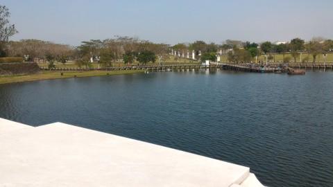 ミューズ湖ミューズ湖と展望埠頭