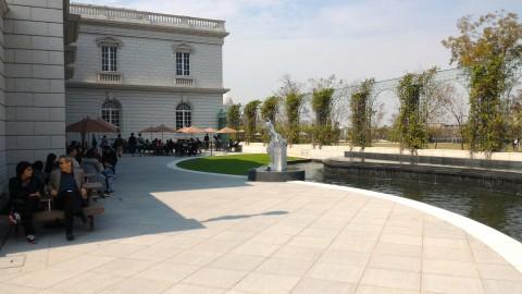 博物館中庭テラス