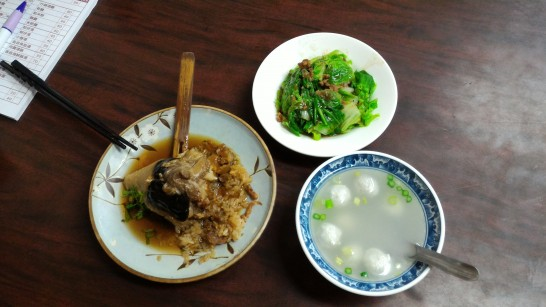 再發號特製海鮮八宝肉粽と副菜