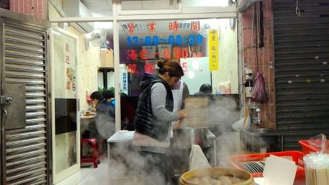 正好鮮肉小籠湯包作業は店の前
