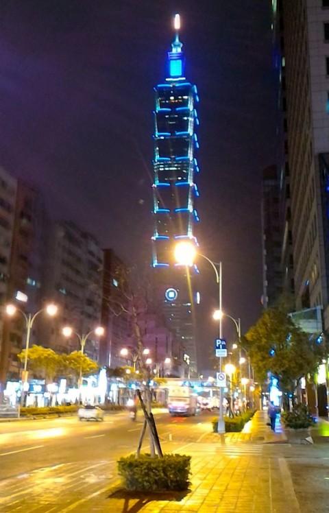 信義路から台北101