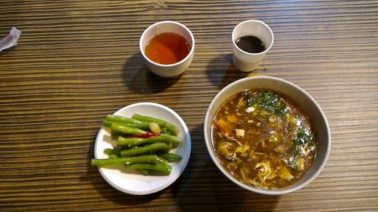 酸辣湯と小菜