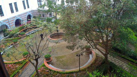 3階から中庭を見る2