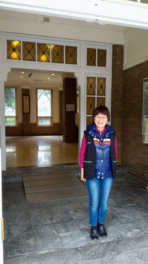 日本語ボ二二八記念館で日本語ボランティアをされている教授ランティアをされている教授