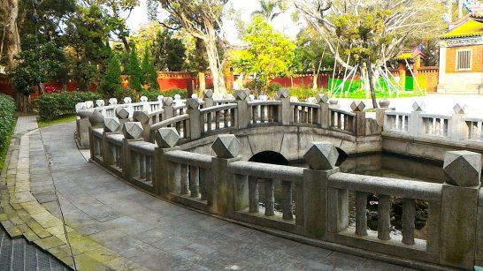 泮池と泮橋