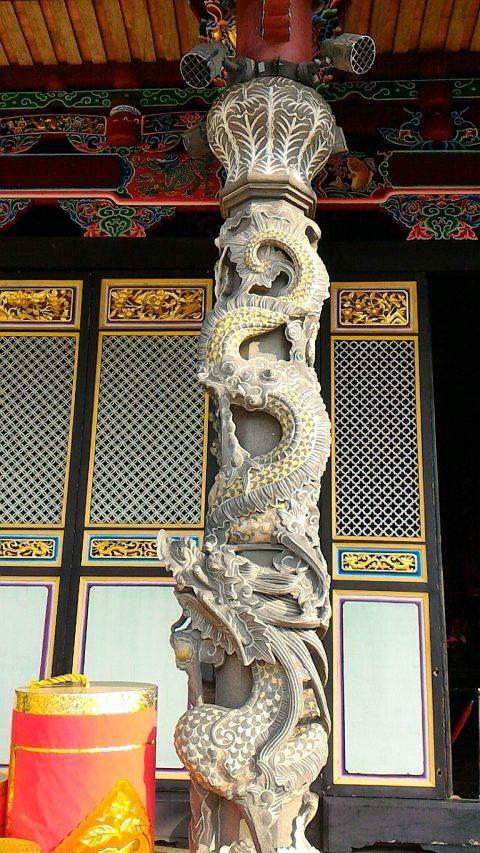 大成殿正面の龍柱