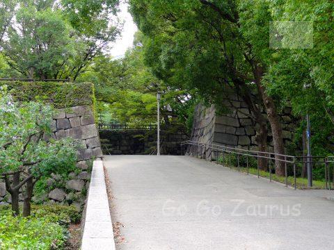 青屋門への進入路