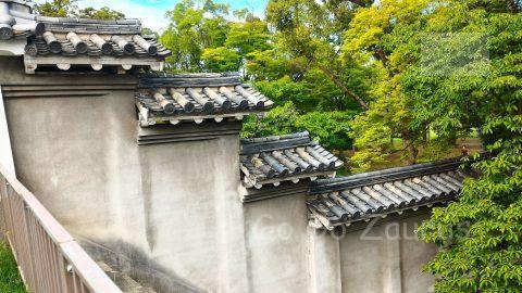 壁の向こうは西の丸庭園