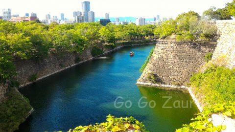 大阪城公園本丸から御座船を見る