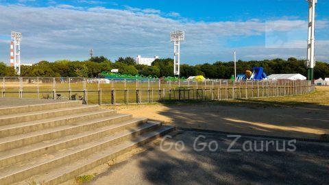 大阪城公園野球場と太陽の広場