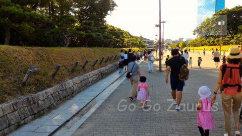 大阪城公園大阪城ホール前広場