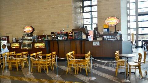 NHKと大阪歴史博物館間のアトリウムにあるカフェ