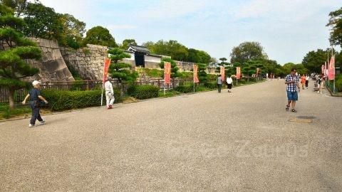 大阪城本丸桜門前の二の丸広場