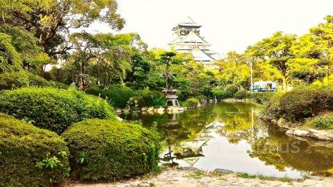 大阪城天守閣を借景とした日本庭園