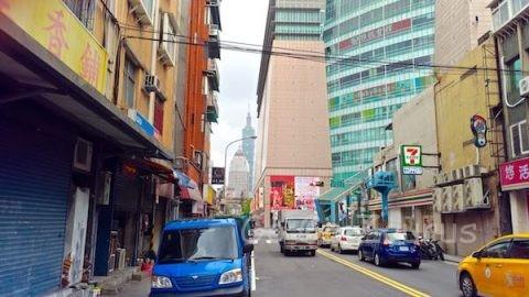 台北101の右が京華城