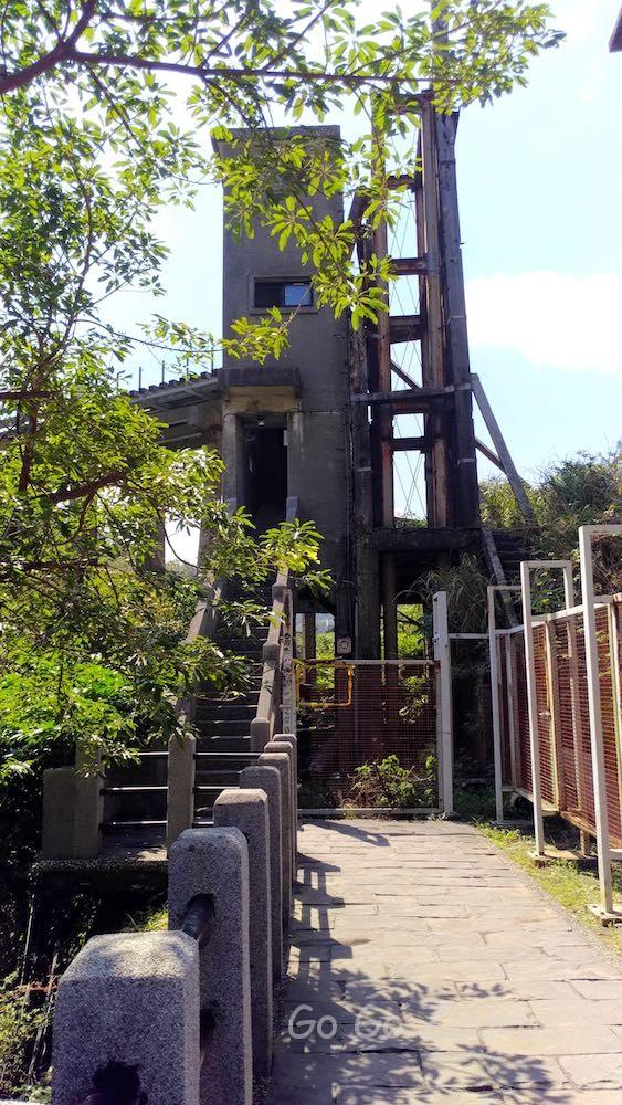 運炭橋に登る塔