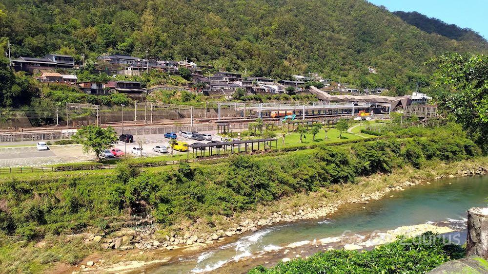 猴硐煤礦博物園区側から川向こうに見た猫村