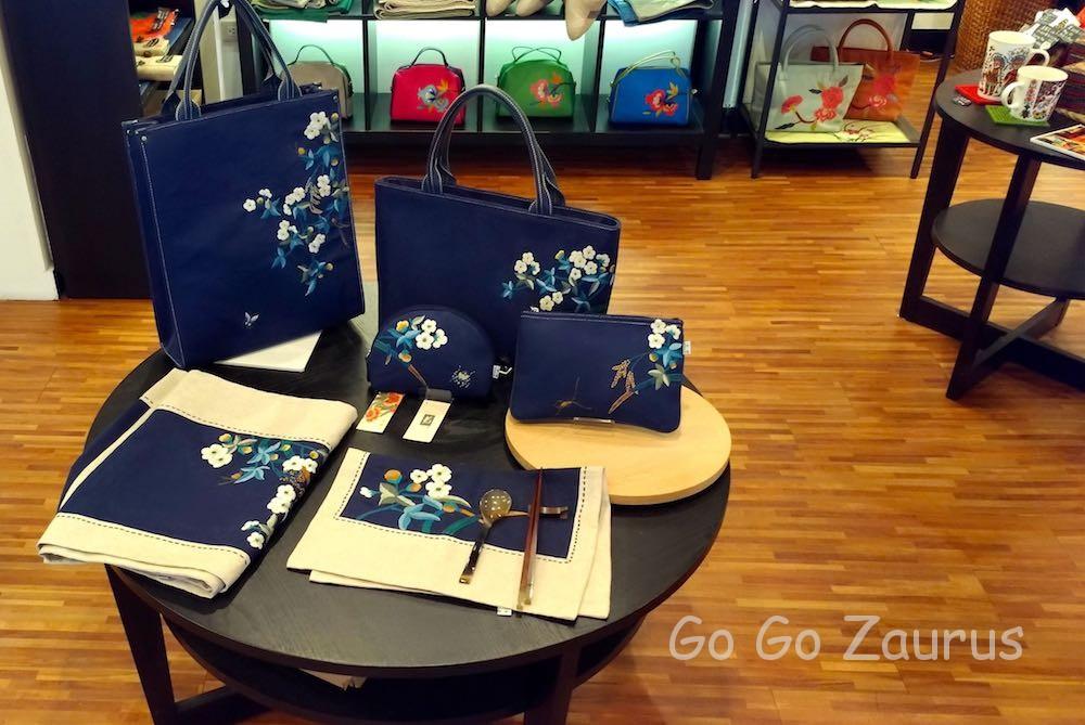 藍色刺繍品