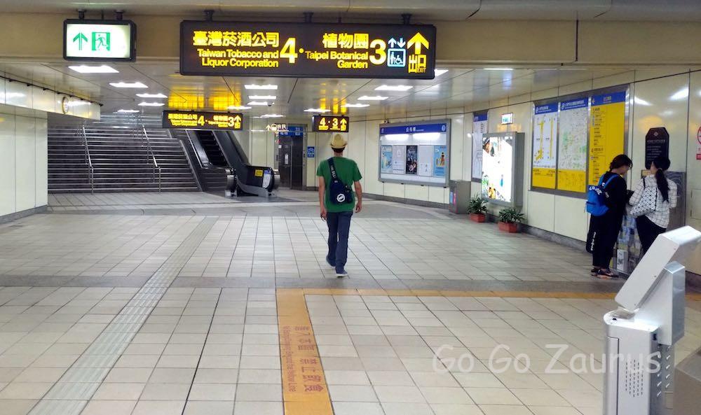 MRT小南門駅の出口は3番