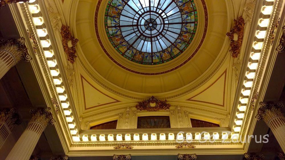 玄関ホールの天井
