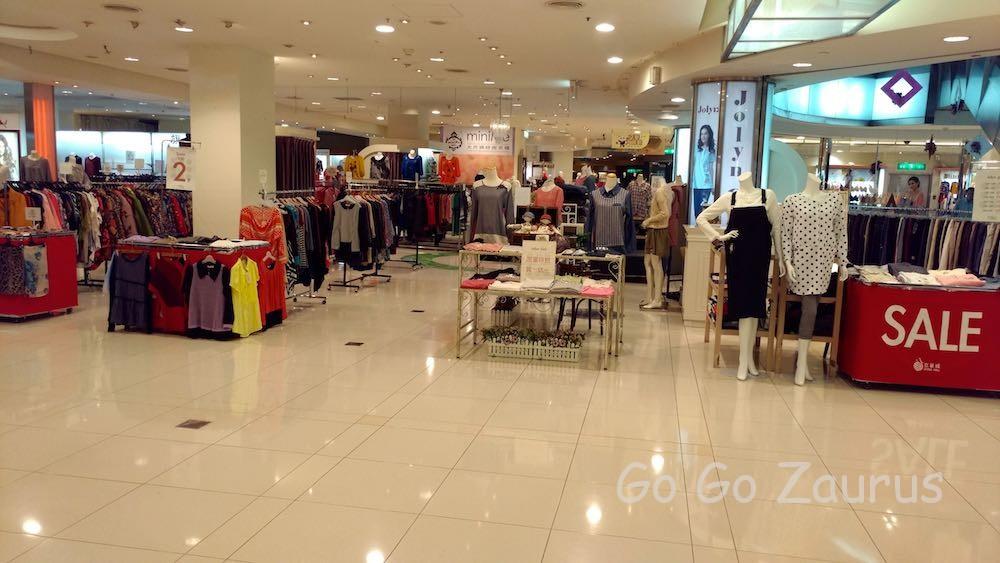 衣料品売り場の一部