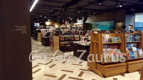 3F 誠品書店 今時珍しいLPレコードも豊富