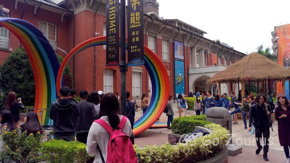 玄関前の広場