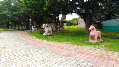台中公園 道端に馬