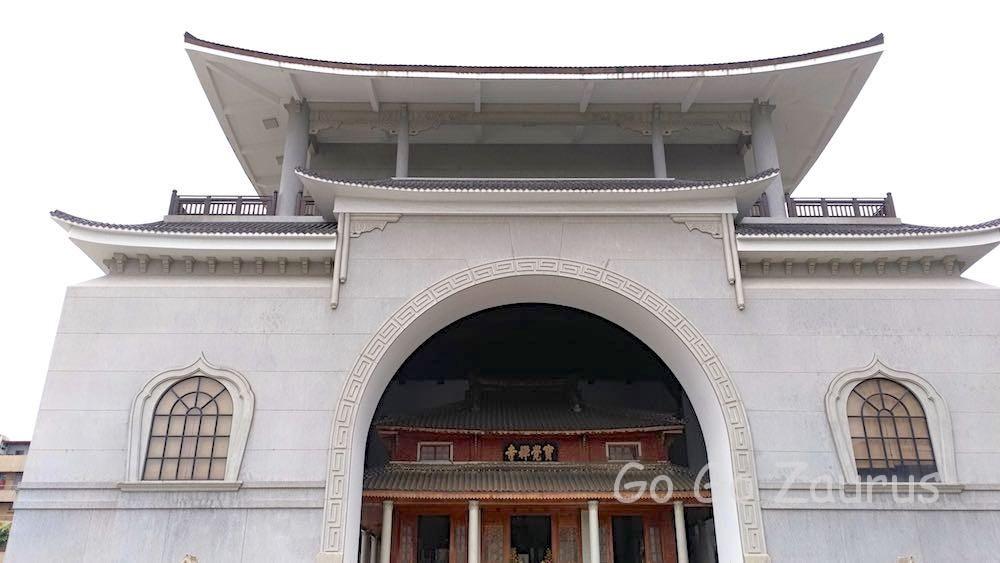 大雄宝殿と本堂の二重構造