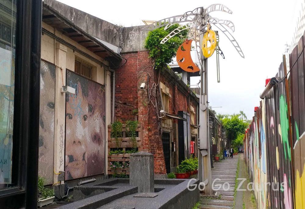 20号倉庫の通路
