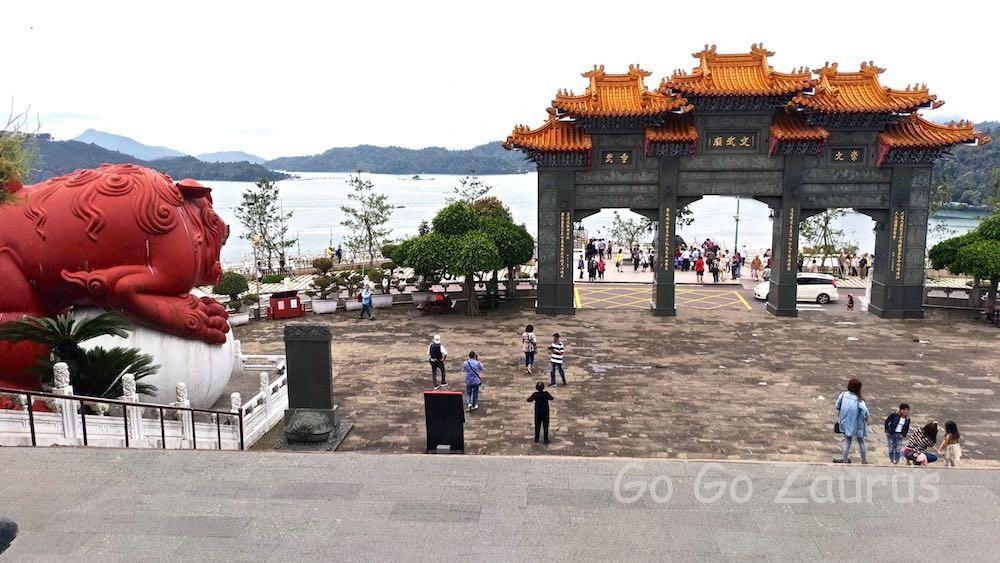 文武廟から日月潭を眺める